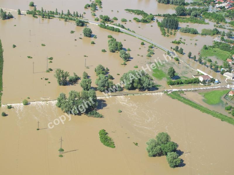 árvíz