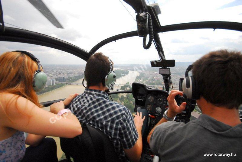 Helikopteres városnézés, 2010. május Ajándék utalvány: helikopter Budapest