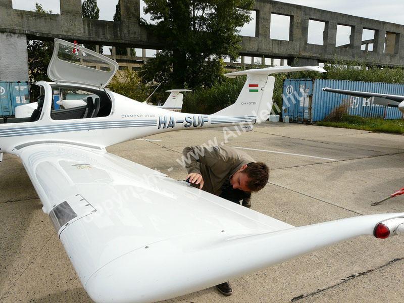 2008.09.14. Visegrád: A pilóta ellenőrzést végez